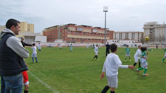 Unos 400 niños participaron en la jornada de convivencia de las academias de fútbol de Isla Cristina y del Betis