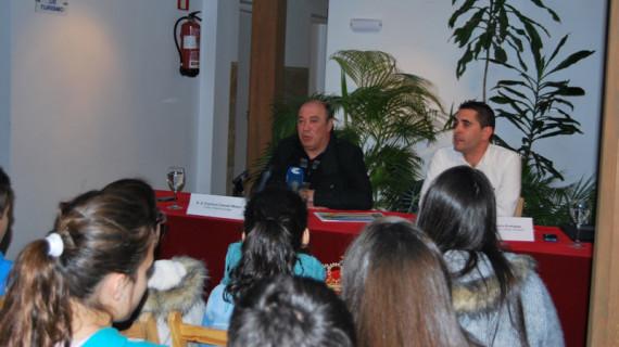 Los jóvenes atletas de Isla Cristina recibieron un homenaje en el Ayuntamiento de la localidad
