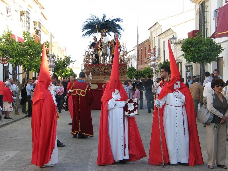 La Borriquita abre los desfiles el Domingo de Ramos en Moguer.