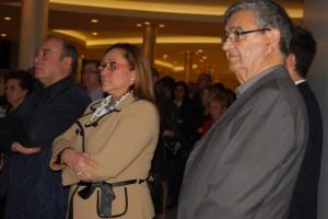 María Luisa Faneca y Francisco Zamudio junto al propietario de Capitana.