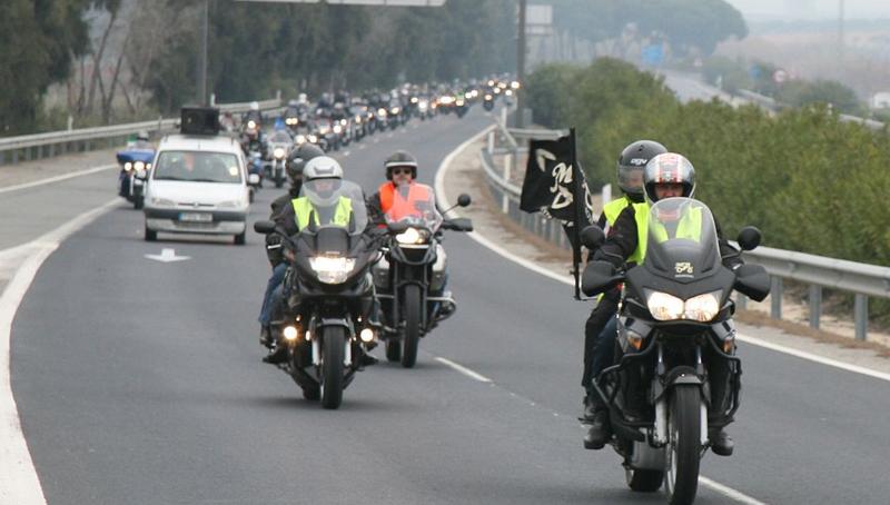 La moto fue la protagonista en Bollullos con la XIX Vuelta Motera al Condado.