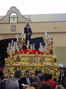 Una de las novedades de este año será el cambio del exorno floral del paso de misterio del Santo Cristo Cautivo.