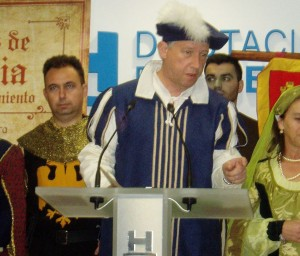 Carmelo Romero durante la presentación del Feria Medieval del Descubrimiento.