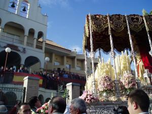La Virgen de la Misericordia frente al Asilo