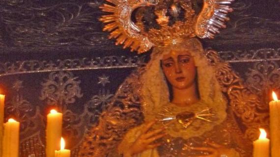 Realizan un diagnóstico del manto de la Virgen de la Hermandad de la Veracruz y Oración en el Huerto