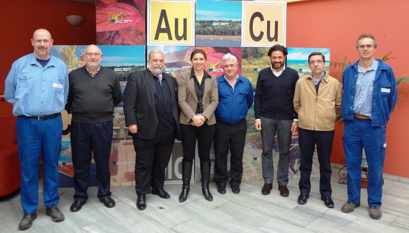 Un momento de la visita de los diputados a las instalaciones de la empresa.
