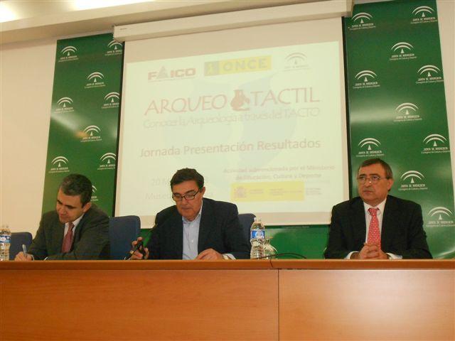 Manuel Jiménez, Vicente Zarza y Manuel Alborch presentaron el proyecto Arquotáctil.