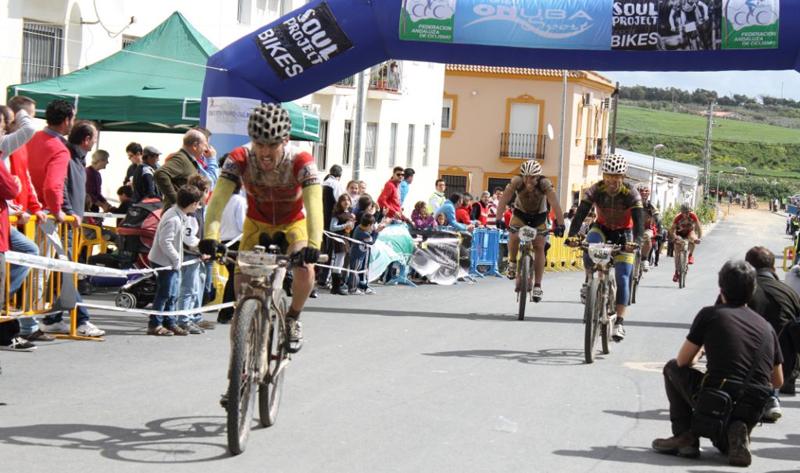 Bollullos pudo vibrar con la prueba ciclista del pasado fin de semana.