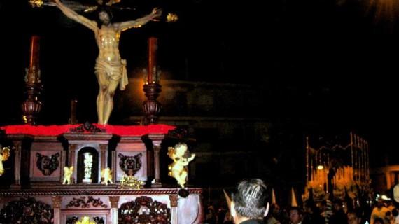 El Santo Cristo del Mar consigue salir en el Viernes Santo puntaumbrieño