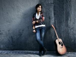 Vanesa es inseparable de su guitarra.