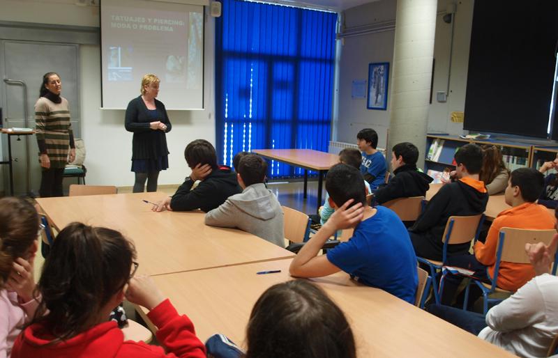 Los jóvenes prestaron mucha atención durante el taller.