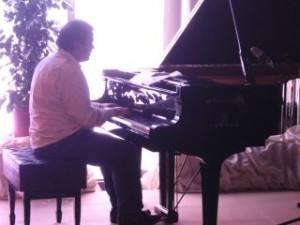 Soledad estará acompañada por el pianista Ángel Andrés Muñoz.