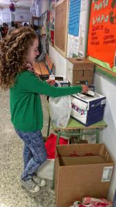 Los pequeños de Aracena aprenden a reciclar en el colegio.