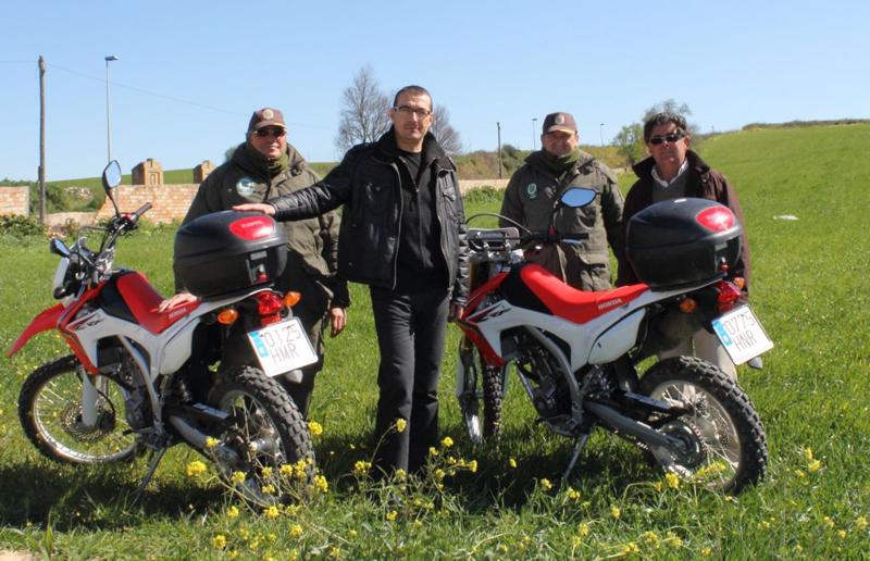 Las dos nuevas motos de la Guardería Rural de Bollullos.