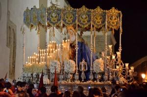 Nuestra Señora de los Ángeles es obra del escultor ayamontino Antonio León Ortega, de 1946.