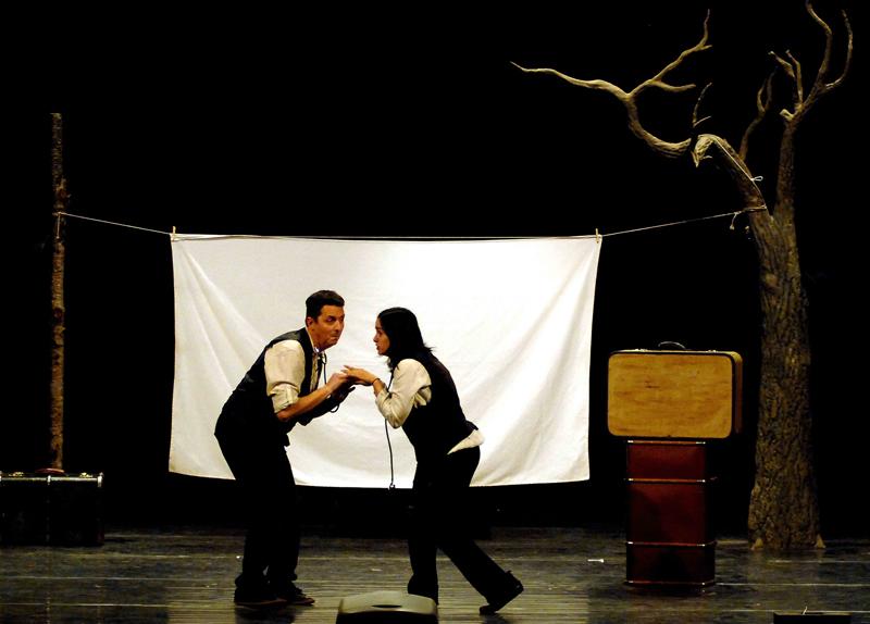 Zum Zum Teatro ponen en escena 'La camisa del hombre feliz'.