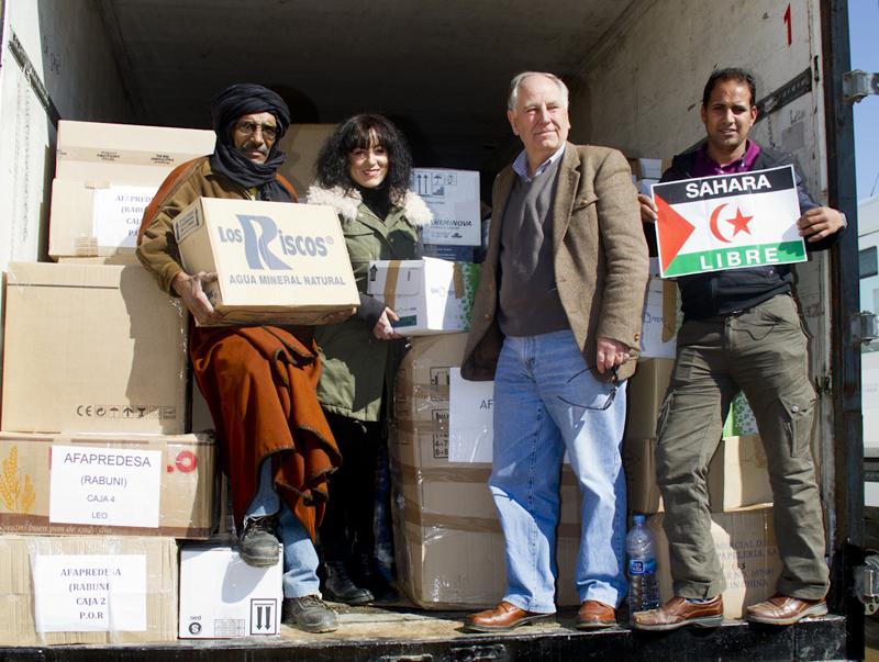Una de las entrega de alimentos a Caravana por la Paz.