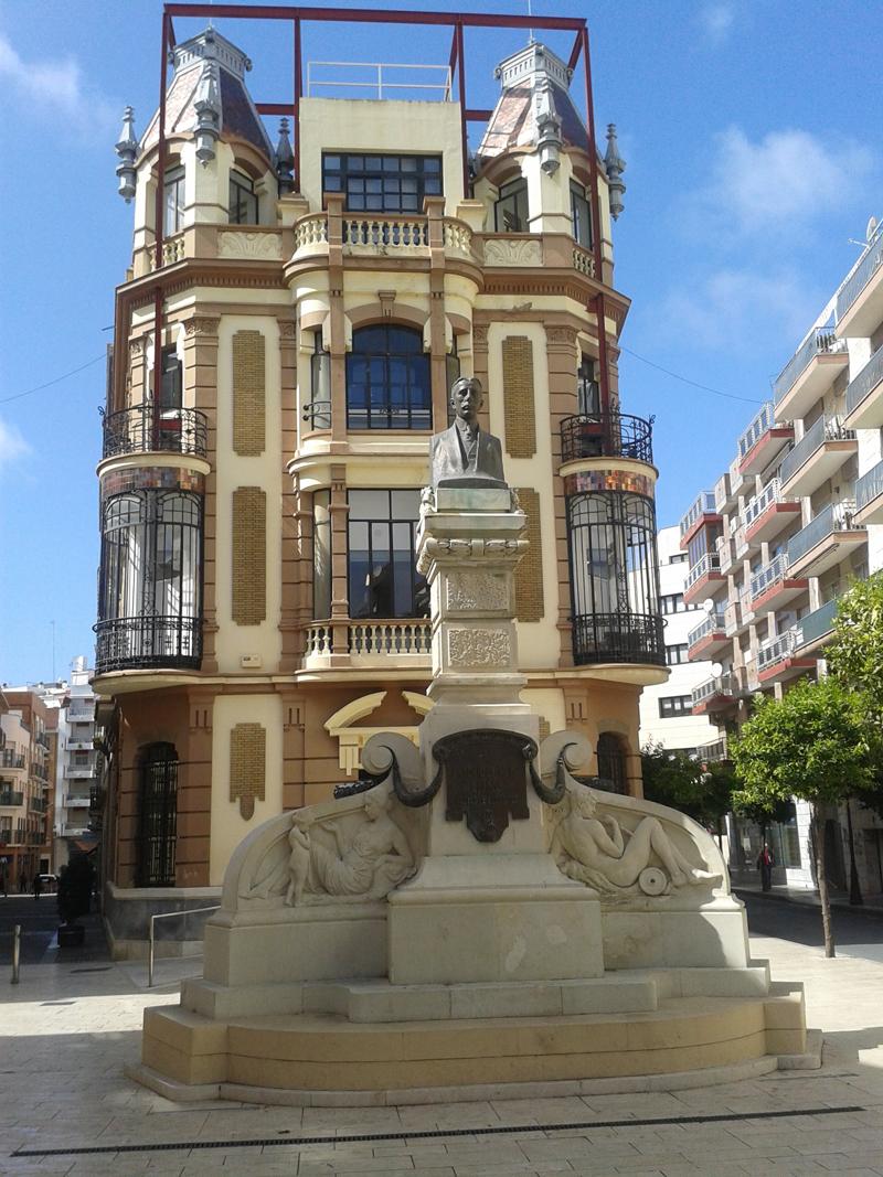 La sede del Colegio de Arquitectos de Huelva está situada en la Plaza Alcalde Coto Mora.