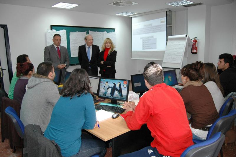 El alcalde de Huelva visitó a los alumnos del curso.