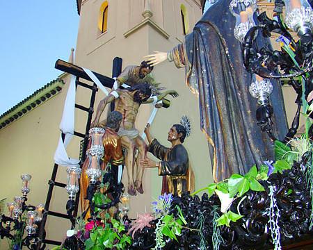 Las Hermandades de la Fe, Descendimiento, Santo Entierro y La Soledad procesionan en el Viernes Santo de Huelva