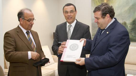 La Unia y la UHU entregan una parte del expediente para declarar a La Rábida Patrimonio de la Humanidad