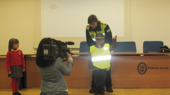 La Policía enseña a los pequeños onubenses cómo evitar accidentes en la vía pública