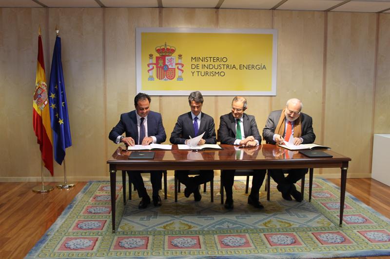 Un momento de la firma del convenio del proyecto 'Acción Empleo'.