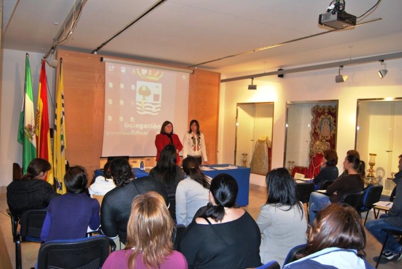 Clase Inaugural de la 'Escuela de padres' de Isla Cristina.