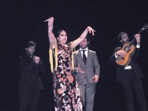 La Moneta estuvo acompañada al cante por Miguel Lavis y a la guitarra por Luis Mariano.