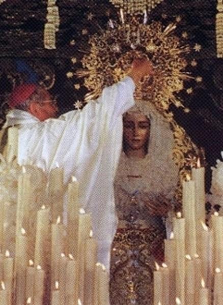 Momento de la coronación / Foto: Hermandad de la Esperanza