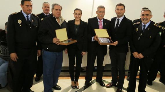 La Policía Local de Moguer homenajea a dos agentes jubilados en el día de su patrón