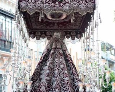Un informe de diagnóstico determinará el estado del manto de la Virgen de la Veracruz de cara a su restauración