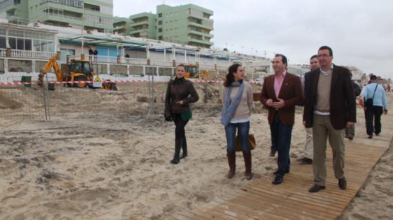 El paseo marítimo de Matalascañas estará reparado a principios de mayo