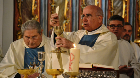 El obispo preside la Vigilia de Pentecostés en el Sagrado Corazón de Jesús