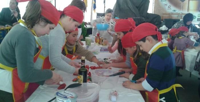 Alta participación en el curso de cocina dirigido a los más pequeños de Moguer