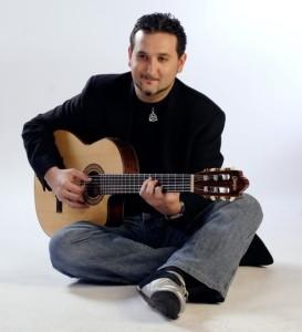 El cantautor Nicolás Capelo también actúa en Las Cocheras del Puerto.