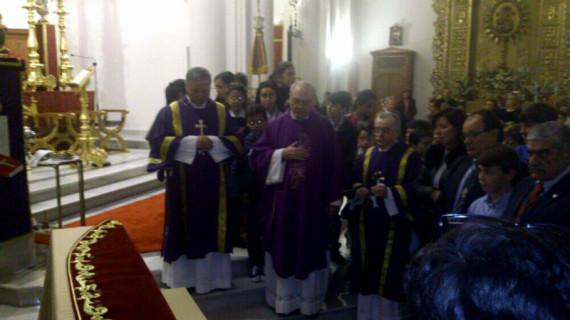 Bendecido el nuevo mantolín del Señor de la Oración en el Huerto de Huelva