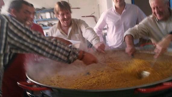 Paella rociera para celebrar el Domingo de Resurrección en Lucena