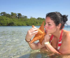 En la playa Bocas del Toro con una estrella de mar.