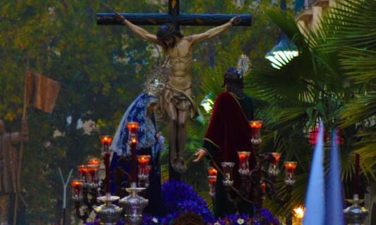 Un guión sacramental y un juego de dalmáticas serán algunos de los estrenos de El Perdón en la Semana Grande de Huelva