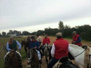 Imagen de la peregrinación de la Hermandad de Huelva camino de Gato.