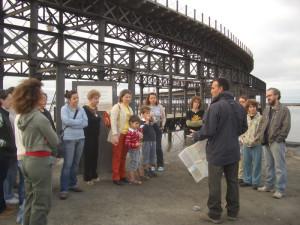 Una de las visitas de Platalea al Muelle del Tinto.