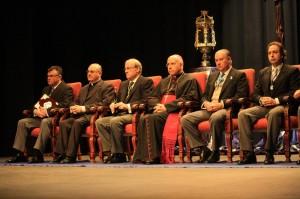Autoridades públicas y religiosas presentes en el Gran Teatro.