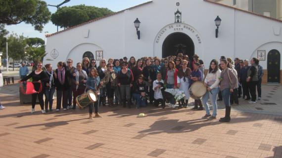 Un centenar de mujeres peregrinan al recinto romero de Punta Umbría