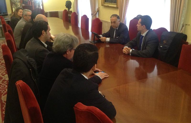 El subdelegado se reunió con representantes de la FOE, los sindicatos y la Inspección de Trabajo.