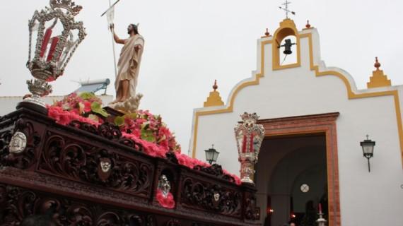 El Resucitado y La Esperanza salieron a las puertas de su Ermita en el Domingo de Resurrección sanjuanero
