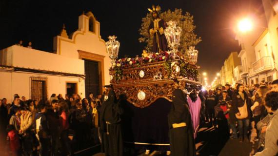 Nuestro Padre Jesús Cautivo procesiona en San Juan del Puerto, a pesar de la lluvia