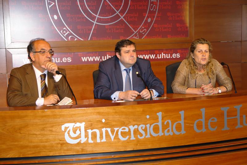 Suárez Japón y Martínez, en una rueda de prensa.