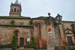 Las calles de Zalamea están siendo arregladas de cara a Semana Santa. / Foto: José Miguel Jiménez