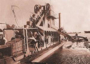 """Draga de rosario """"Cinta"""", del Puerto de Huelva, que se topó con el depósito arqueológico en 1923"""